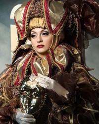 Венецианский костюм бордо с золотом