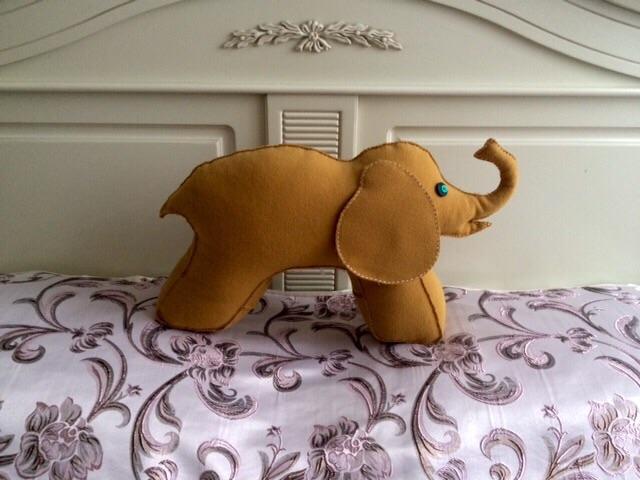 Слон золото